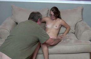 imagen Padre e hija acuerdan hacer incesto por diversión
