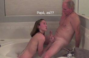 imagen Padre tiene sexo en la bañera con su propia hija