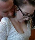 imagen Hija con gafitas disfruta del sexo con papa
