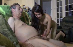 imagen Incesto entre el abuelo y su deliciosa nieta