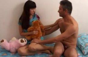 imagen Padre borracho le roba la virginidad a su hija