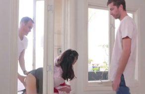 imagen Madre indefensa es violada por sus dos hijos