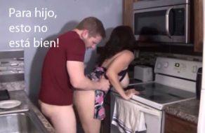 imagen Madre soltera seduce a su hijo para practicar incesto
