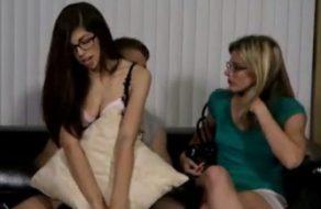 imagen Hija viciosa le ofrece su tierno chocho a papa