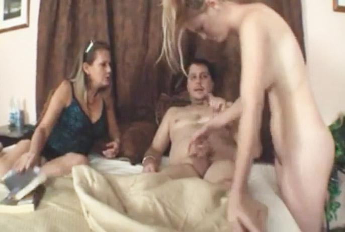 hija sonámbula le come la verga a su padre - pornoamateurvip