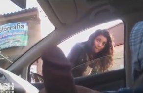imagen Muestra la verga a colegialas desde su auto, ¿le metes una chupadita?
