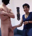 imagen Asistenta se anima a chupar la polla de un actor porno y follar con él