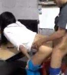 imagen Cogiendo a su compañera a lo perrito en medio de la clase