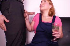 imagen Hermana bebe demasiado, se la chupa a su hermano y...