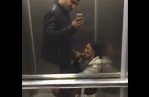 imagen Secretaria mamando la verga del jefe en el ascensor