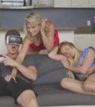 imagen Madre insatisfecha en trío de sexo con su hijo y la novia