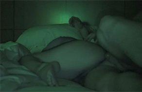 imagen Se hace la dormida mientras su hermano mayor la viola