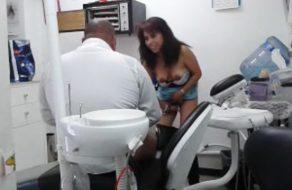 imagen Señora es infiel a su marido con el dentista de la familia