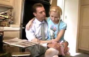 imagen Hija enamorada de su padre se lo folla para hacerle feliz