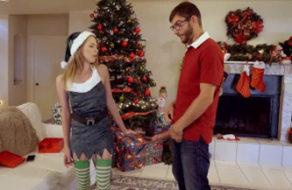 imagen En Navidad le mete la polla a la fuerza a su joven hermana
