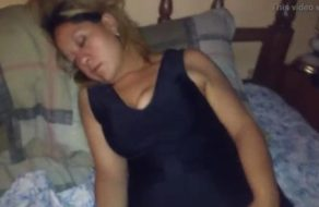imagen Madre borracha e inconsciente es follada por su hijo