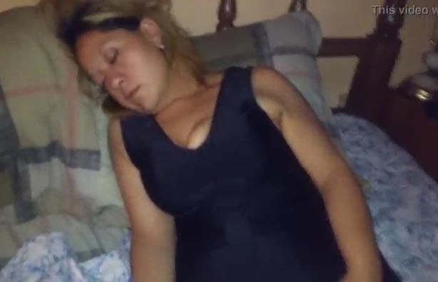 Esposa de amigo borracha y dormida me la coji - 2 part 9