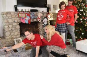 imagen Pone la verga de su hermano dura para la foto de Navidad