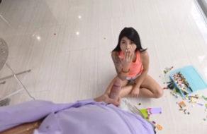 imagen Descubre que jugar con la verga de papa es super divertido (incesto)