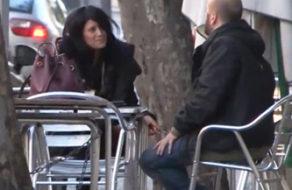 imagen Dependienta española pillada en la calle folla con un calvo por dinero