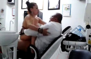 imagen Esposa infiel folla con el dentista en lugar de arreglarse los dientes