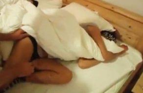 imagen Papa se cuela en el dormitorio de sus hijas por la noche (incesto)