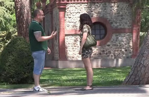 imagen Española turista recibe una oferta para follar por dinero