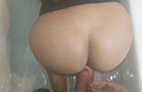 imagen Putita latina cogida por su tío en la bañera (incesto)