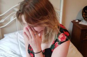 imagen Intenta dejar embarazada a su madre para que deje de llorar