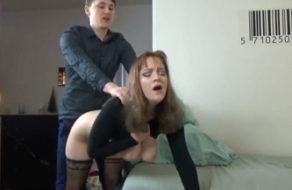 imagen Follando a mama sobre la mesa de la cocina (incesto)