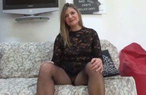 imagen Ama de casa española ansiosa por follarse a un chico joven