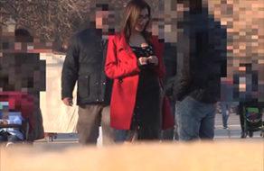 imagen Guarra española cazando desconocidos por la calle