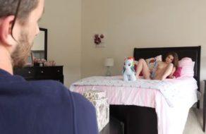 imagen Chantajea a la guarra de su hermana y la convierte en una puta obediente