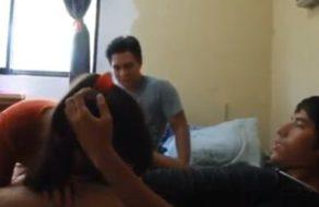 imagen Zorrita se hace un trío casero follando con sus mejores amigos