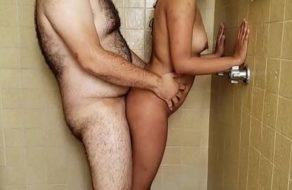 imagen Parejita echa un polvo en la ducha y follan con pasión