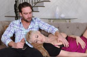 imagen Se aprovecha de su madrastra mientras duerme (incesto)