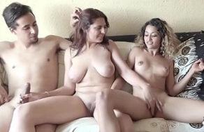 imagen Veinteañeras españolas muy putas comparten a sus novios