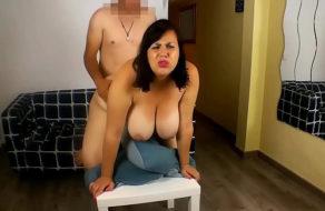 imagen Gorda tetona quiere ser actriz porno ¡y se folla al fontanero!