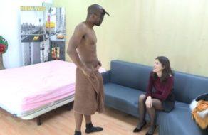 imagen Española quiere probar la polla de un stripper antes de contratarle