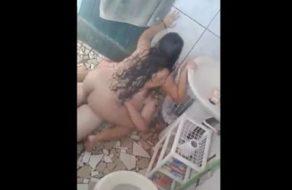 imagen Graba a su hermana mientras está cogiendo con el novio